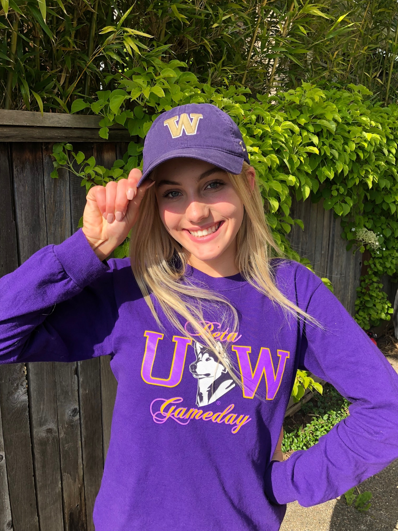 DaKine Athlete Scarlett Dahl Verbally Commits to UW Beach!